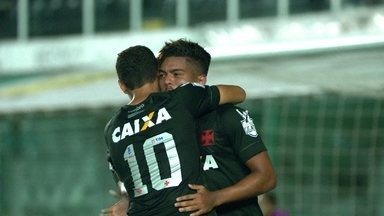 Os gols de Santos 1 x 2 Vasco pela 33ª rodada do Brasileirão 2017 - Cruz-maltino vence de virada e segue na caça ao G7