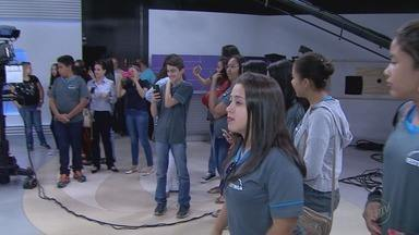 EPTV na Escola encerra fase de visitas aos bastidores da emissora em Ribeirão - Desde agosto, 30 alunos de cada cidade da região passaram pela EPTV e conheceram vários departamentos.
