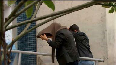 14 pessoas são presas durante operação da Polícia Federal, em Recife - A operação investiga esquema de desvio de dinheiro.