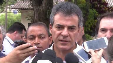 Governador Beto Richa fala sobre a rebelião em Cascavel - Segundo o governador, rebelião seria uma briga entre facções criminosas rivais