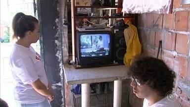 Bairro de Jundiaí recebe blitz da TV Digital - O bairro Vila Ana, em Jundiaí (SP), recebeu a blitz da TV Digital. Veja mais detalhes na reportagem.