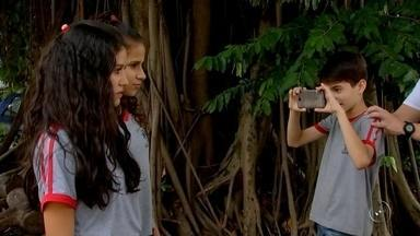 """Inscritos no projeto 'Se Liga Aí' produzem curtas metragens - Os inscritos no projeto """"Se Liga Aí"""", promovido pela TV TEM, estão se dedicando para produzir curtas metragens."""