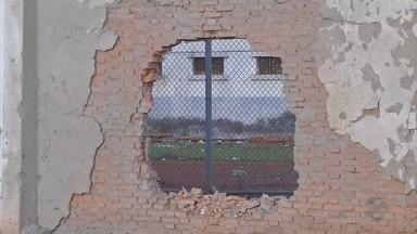 Bandidos explodem muro e presos fogem da penitenciária da Mata Grande - Bandidos explodem muro e presos fogem da penitenciária da Mata Grande.