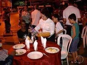 Projeto de inserção social e realizado em Montes Claros - Foi realizado um jantar para os moradores de rua da cidade.