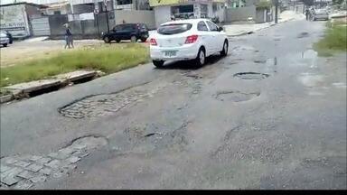 Motoristas reclamam de buracos nas ruas do Geisel, em João Pessoa - Veja as imagens feitas pelo telespectador Sérgio Dias.
