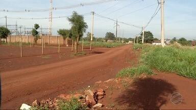 Moradores reclamam da situação das ruas de bairro de Dourados - Na Chácara Sideles, a situação das ruas está bem complicada. Os moradores pedem socorro.