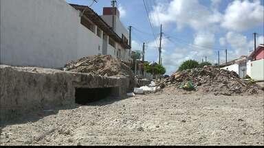 Resolvido problema do buraco numa rua no Parque do Sol em João Pessoa - Equipe do Calendário esteve no local.