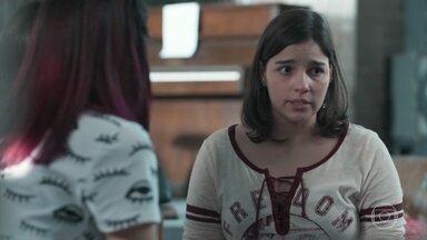 Keyla fala com as amigas sobre sua semana difícil - A filha de Roney começa a falar sobre os problemas que teve durante a semana por causa da doença de Tonico.