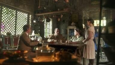 José Augusto contrata Angélica como babá de Mariana - Angélica aceita a proposta e segue para a Quinta com José Augusto