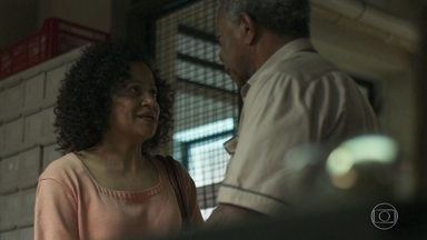 Madalena diz a Cristóvão que deseja voltar a ser uma família - Cristóvão se surpreende com convite de Madalena para voltar a morar com ela