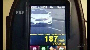 Motorista é flagrado a 187 km/h - O registro foi feito pela Polícia Rodoviária Federal na BR-277. Além da multa, o motorista terá a carteira suspensa.