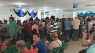 Pacientes enfrentam filas para marcar consultas em Centro de Especialidades em Sumaré - Secretaria de Saúde da cidade disse que a fila na ocasião foi atípica.