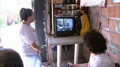 Blitz Onda Digital é realizada pela TV TEM em Jundiaí - A blitz Onda Digital da TV TEM passou pela Vila Ana, em Jundiaí (SP), nesta sexta-feira (10). A ação é uma parceria com o Senai e a entidade não-governamental Seja Digital.