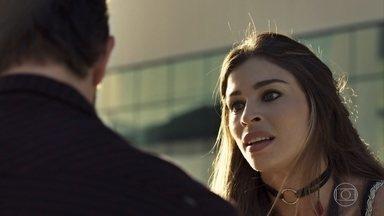 Lívia propõe ter um filho com Renato - O médico não aceita a proposta e ela fica arrasada