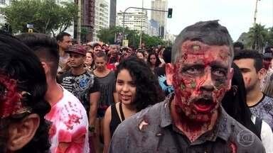 Esquadrão Zero 1 se diverte na zombie walk - Tiago Leifert dá dicas de como sobreviver a um apocalipse zumbi