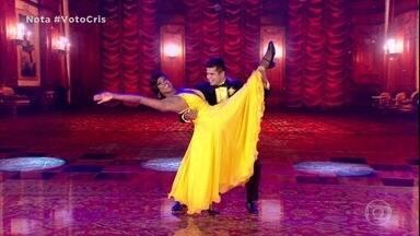 Cris Vianna e Rodrigo são a segunda dupla a se apresentar - Os dois empolgam a plateia dançando foxtrote