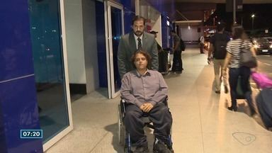 Deficiente físico tem cadeira de rodas barrada em avião - Advogado está vendo na Justiça o que pode ser feito pra resolver essa situação.