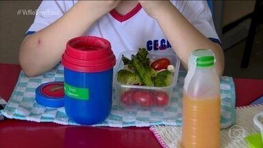 Aluno muda os hábitos alimentares da escola inteira - Enzo, de 5 anos, resolveu levar brócolis para o lanche. Os coleguinhas acharam estranho, mas agora todo mundo adora. Pelo menos uma vez por semana, a merenda da turma fica ainda mais saudável, com milho, cenoura, batata doce, tomatinho.