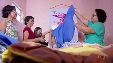 Mulheres criam cooperativa e ganham dinheiro fazendo roupas de banho no Grande Recife - Cada uma ocupa uma função no grupo.