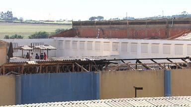 Nova fuga de presos é registrada na Penitenciária Estadual de Cascavel - A penitenciária acaba de passar por uma rebelião em que 40 presos fugiram. Nesta nova fuga outras seis pessoas teriam tentado escapar.