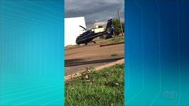 Helicóptero pousa ao lado de conveniência e assusta moradores em Palmas - Helicóptero pousa ao lado de conveniência e assusta moradores em Palmas