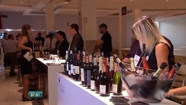 Feira de vinhos no Recife oferece rótulos de mais de dez países - Evento acontece no Shopping RioMar, na Zona Sul do Recife.