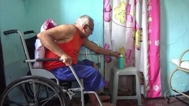 Aposentado espera por cirurgia no Hospital das Clínicas há dois anos - Ele não consegue andar por causa de um problema nos joelhos.