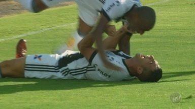 Ponte Preta vence o Atlético-PR e mantém esperanças de fugir do rebaixamento - Danilo jogou no sacrifício e fez os dois gols que deram a vitória para a Macaca.