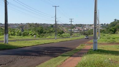 Moradores de Foz do Iguaçu continuam esperando semáforos na Avenida Andradina - Sinalização é uma cobrança antiga. Em setembro, Foztrans disse que instalaria semáforos em 30 dias.