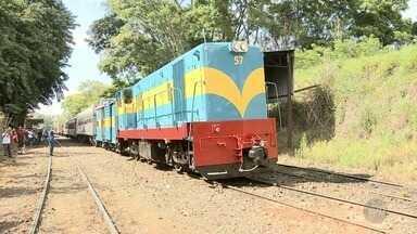 Locomotiva da Companhia Mogiana é restaurada e volta a funcionar em Campinas - Passeio realizado neste sábado (18) emocionou participantes.