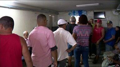 Homens levantam cedo para fazer exame de próstata em ação do Novembro Azul no ES - Movimento aconteceu em centro de saúde em Cachoeiro de Itapemirim.