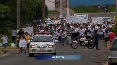 Moradores fazem caminhada pedindo paz em Gravataí, neste sábado (18) - Assista ao vídeo.