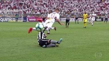 Com discussão entre companheiros de time, Botafogo empata com São Paulo - Com discussão entre companheiros de time, Botafogo empata com São Paulo