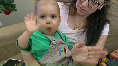 Youtuber Whindersson Nunes ajuda menino que faz tratamento de câncer em Cascavel - Ele comprou todos os kits de beleza vendidos para ajudar a custear o tratamento.