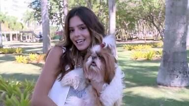 Conheça a 'Filó' a cadelinha de Giovanna Lancellotti - A atriz mostra um pouco da sua convivência com a cadelinha dentro e fora de casa