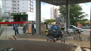 Três homens são presos suspeitos de assaltar posto de combustível em Campina Grande - Com eles foram apreendidos dinheiro e um revólver calibre 38 com munição.