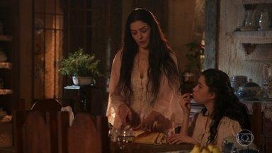 Delfina e Tereza conversam sobre a viagem de José Augusto - Tereza se oferece para tomar conta da Quinta e deixar Delfina livre para viajar com José Augusto