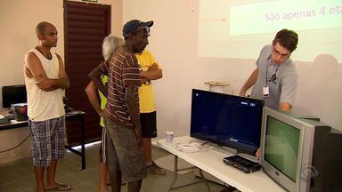 RBS TV promove curso de antenista no bairro Restinga em Porto Alegre - 15 moradores receberam o curso.