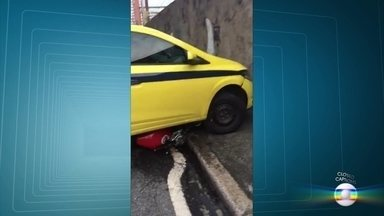 Motociclista atira oito vezes em taxista, em Todos os Santos - Depois de uma discussão de trânsito, um motociclista deu oito tiros num taxista, que escapou ileso.