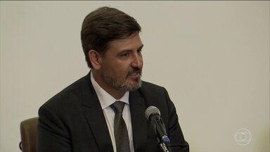 Novo diretor da PF toma posse e dispara críticas contra o Ministério Público - Fernando Segóvia disse que uma única mala talvez não fosse o suficiente envolver o presidente Michel Temer em um esquema de corrupção.