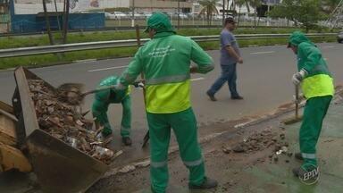 Campinas mantém mutirão de limpeza após temporal do fim de semana - Só na região central choveu 118 milímetros no sábado.