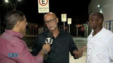 Ex-jogadores do Flamengo estão em Vitória para palestra sobre a história do futebol - Repórter Jorge Félix encontrou com os craques no aeroporto.