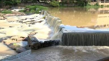 Águas do Rio Cricaré, em Nova Venécia, dão lugar às pedras - Recuperação vem aos poucos com os cuidados dos produtores rurais.