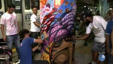 Mês da Consciência Negra é celebrado com exposição e música na Estação da Lapa - Confira as obras que foram pintadas em plena estação.