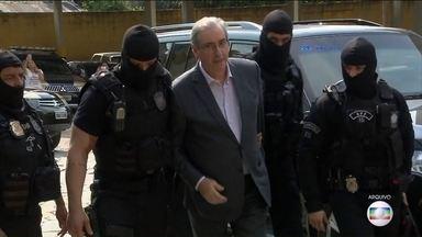 TRF da quarta região decide pena de Eduardo Cunha - Em março, o juiz Sergio Moro condenou ex-presidente da Câmara dos Deputados, eleito pelo PMDB do Rio a 15 anos e 4 meses de prisão por corrupção, lavagem de dinheiro e evasão de divisas.