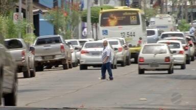 Ciclistas e até pedestres serão multados por andarem fora da faixa - Ciclistas e até pedestres serão multados por andarem fora da faixa.
