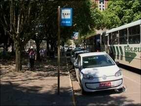 Cobrança no serviço de táxis tem novas regras em Passo Fundo, RS - Taxista só pode cobrar a partir do embarque do passageiro