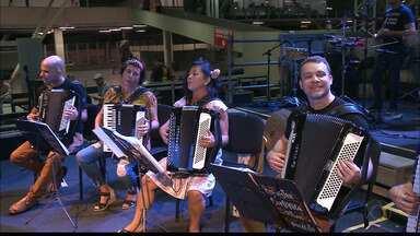 """Terceiro e último dia do Encontro Nacional de Forrozeiros traz """"Shows Manifesto"""" - Giuliano Roque conversou com alguns músicos que estão participando do evento."""