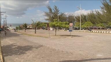 Moradores relatam falta de segurança e abandono de estacionamento na praia da Joaquina - Moradores relatam falta de segurança e abandono de estacionamento na praia da Joaquina, em Florianópolis