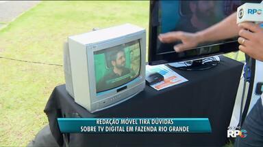 Equipe da RPC vai até Fazenda Rio Grande tirar dúvidas sobre a mudança do sinal digital - A redação móvel foi até a cidade para tirar as dúvidas da população sobre a TV Digital.